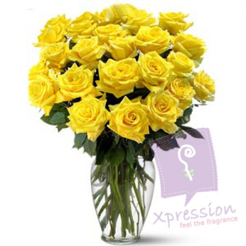 20 Yellow Roses Arranged In A Glass Vase Send Cake To